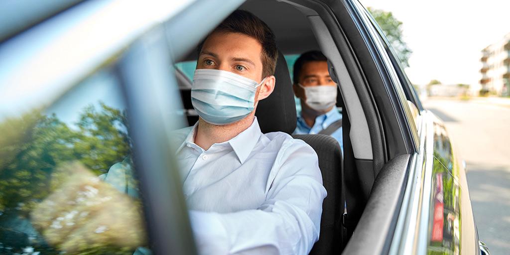 Nueva multa de la DGT por quitarte la mascarilla mientras conduces