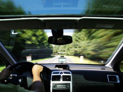 Imprescindibles en un coche: ¿Qué llevar en caso de avería, retención o accidente?